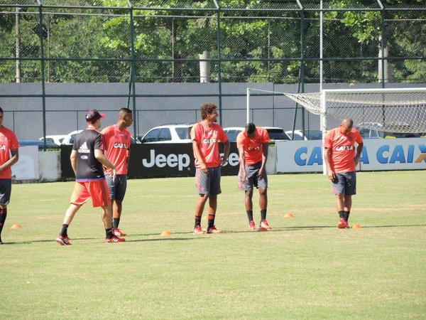 Willian Arão, reforço para 2016, esboça sorriso em seu primeiro treino.
