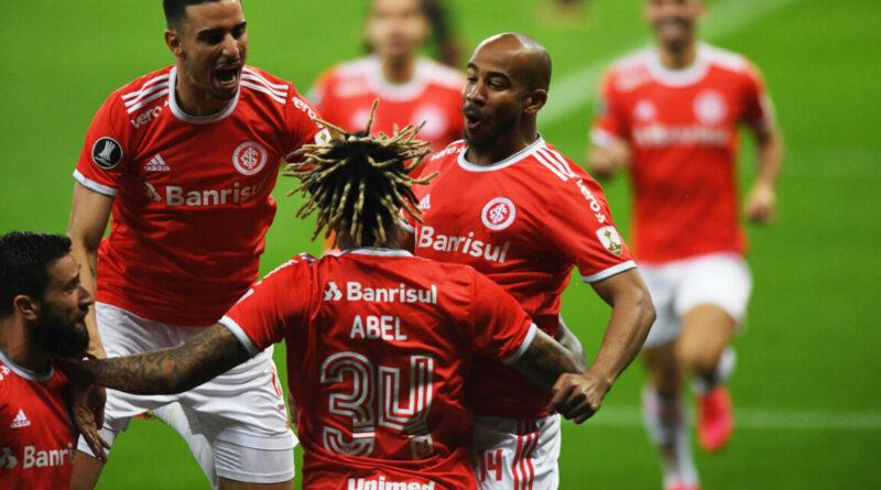 Jogadores do Internacional comemoram o gol contra o América de Cali pela Libertadores da América