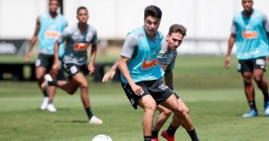 Treino tático para a defesa e Cazares intensifica parte física no Corinthians