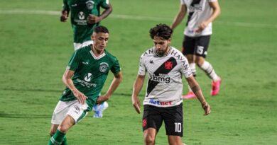 Com mudanças, Vasco vai à Goiânia para enfrentar o Goiás