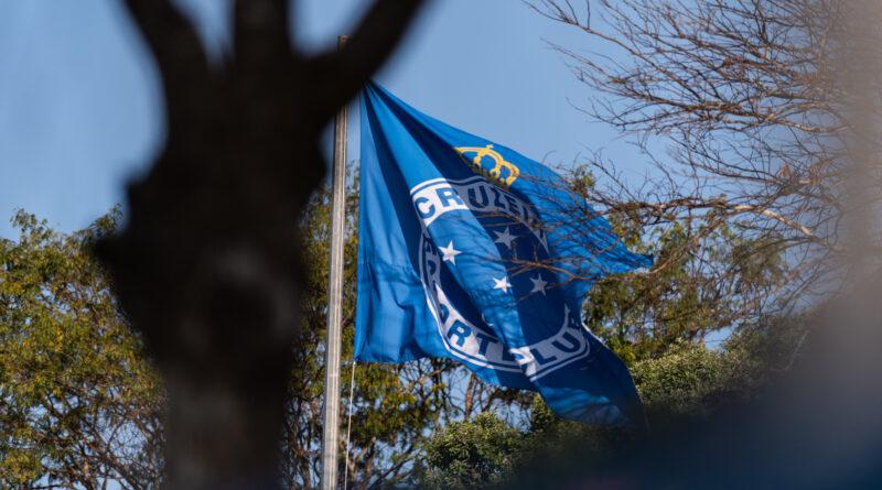 O Cruzeiro anunciou, através de suas redes sociais, no início desta tarde, o fim da punição da FIFA que impedia o clube de registrar jogadores.