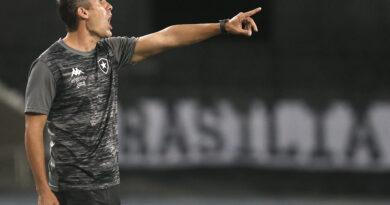 Bruno Lazaroni deixa comando técnico do Botafogo