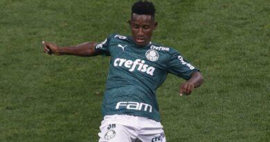 Botafogo contrata Iván Angulo por empréstimo