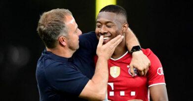 Hansi Flick deseja que Alaba continue no Bayern de Munique