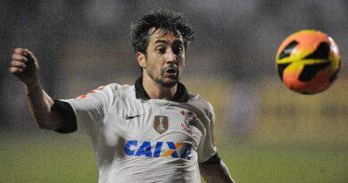 Douglas, ex-Grêmio e Corinthians, anuncia aposentadoria