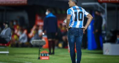 Renato Portaluppi homenageia Maradona