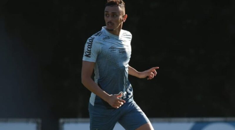 Diego Pituca em treino pelo Santos com propostas para saída para o exterior.