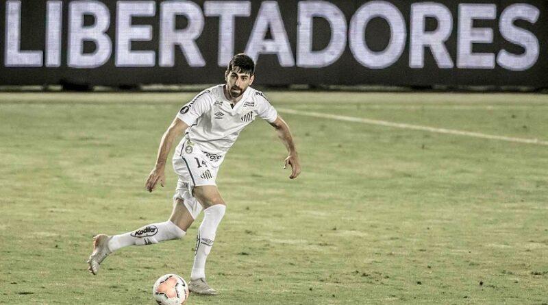 Luan Peres jogando pelo Santos sem saber se continuará na equipe.