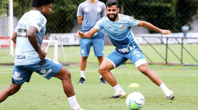 Marinho e Felipe Jonatan na preparação para o jogo contra o Athletico-PR.