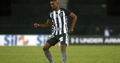 Cruz Azul aumenta proposta por Kanu e Botafogo aceita, mas impões novas condições