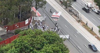 Torcedores do São Paulo pedem a demissão de Fernando Diniz
