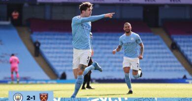 Manchester City vence e continua líder graças aos seus zagueiros
