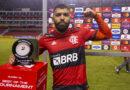 """Gabigol dedica atuação para Zico: """"Vou mandar esse troféu pra ele"""""""