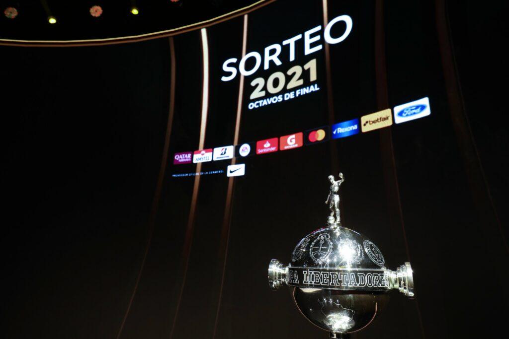 Em busca do bi da Copa Libertadores, o alvinegro de Cuca enfrentará o clube paraguaio pelas oitavas de final