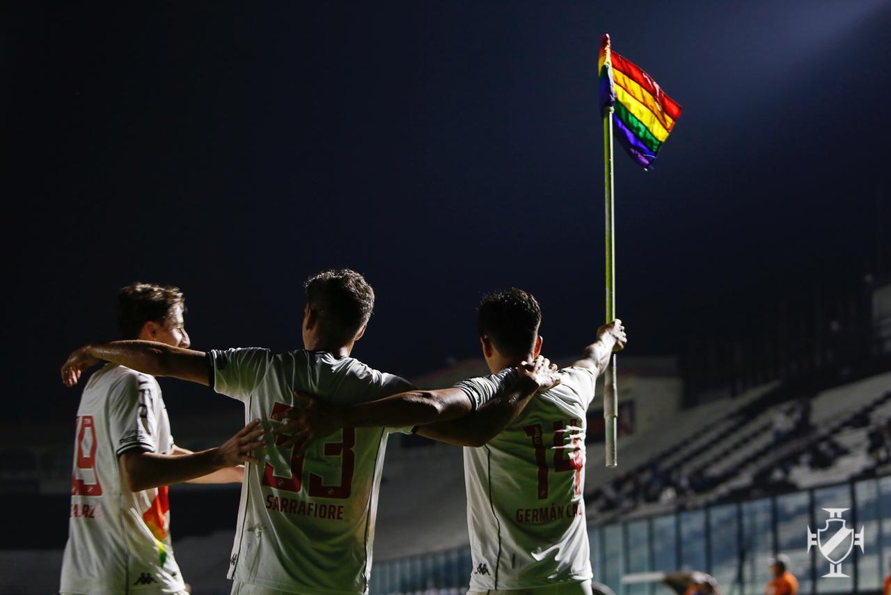 Cano celebra gol homenageando comunidade LGBTQIA+